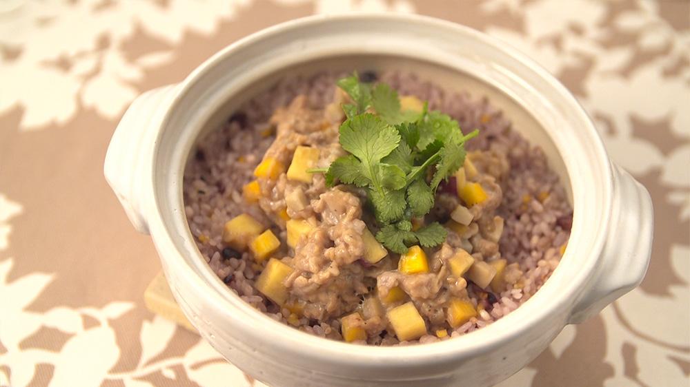 ハーブ豚と有機野菜の香港土鍋飯
